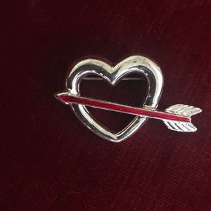 Vintage Heart & arrow Pin/Brooch
